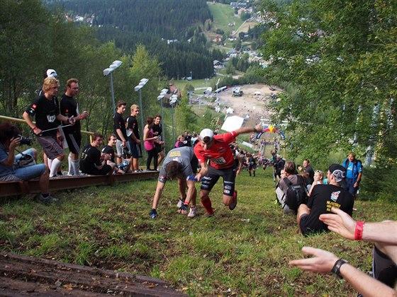 Byl to často boj do posledního metru. Štafety se rozhodly až těsně pod vrcholem.