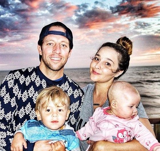 Alisan Porterová s manželem a dětmi