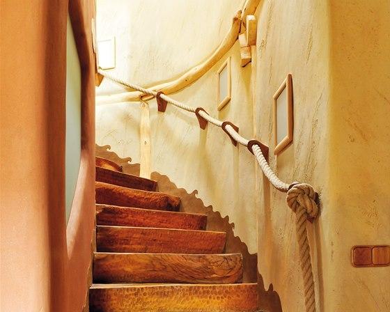 Interiér slaměného domu s hliněnými omítkami ze série Art. Omítky jsou vyrobeny