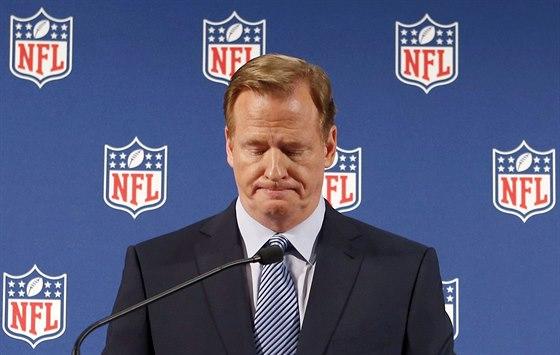 Roger Goodell, komisionář profiligy amerického fotbalu NFL, během tiskové...
