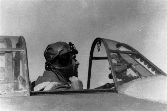 Franti�ek Fajtl v kabin� La-5FN.