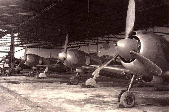 St�ha�ky La-5FN v hang�ru na povstaleck�m leti�ti Tri Duby.