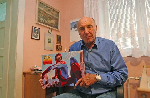 Od kolegů dostal Antonín Šimela k narozeninám plakát, na němž je zobrazen coby...