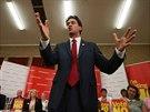 Šéf labouristů Ed Miliband se snaží převědčit občany skotského města...
