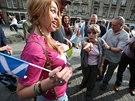 Příznivci a odpůrci odtržení Skotska diskutují v Edinburghu (8. září 2014)