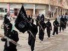 Bojovníci Islámského státu v syrském městě Rakká (14. ledna 2014)