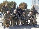 Příslušníci ukrajinského dobrovolnického praporu Azov pózují v Kyjevě (15. září...