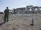 Někdejší ruský výsadkář Jakut na zničeném letišti v Luhansku (15. září 2014)