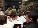Ruští vojáci hlasují v místních volbách v Sevastopolu (14. září 2014)