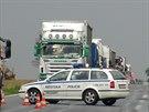 Nákladní auto v Ješíně na Kladensku nabouralo do rodinného domu. Silnice I/16...