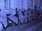 Obří graffiti, které načmáral mladý sprejer v noci v Drobného ulici (17. září,...