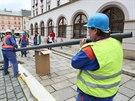 Instalace nových světel UrbanStar na Horním náměstí v Olomouci.