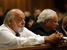 Otec Steenkampov� Barry sleduje vyn�en� verdiktu (12. z���)