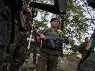 Dojednané příměří se na východě Ukrajiny více méně dodržuje. Ukrajinští vojáci...