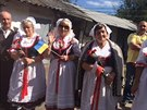 Místní krajanky k odhalení desky zazpívaly českou lidovou píseň Ach synku,...
