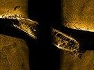 Záběr z podvodního sonaru na vrak jedné z potopených lodí Franklinovy výpravy,...