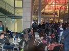 Fronta čekající na zahájení prodeje iPhone 6 v Drážďanech