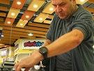 Nejrychlejší v žehlení košile byl na 1. mistrovství Brna Petr Sýkora. Košili...