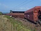 Nákladní vlak plně naložený uhlím vykolejil u Převýšova na Královéhradecku....