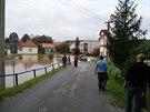 Jeep vyj�d� z vody vedle trafostanice na Znojemsku. (14. z��� 2014)
