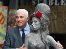 Mitch Winehouse se sochou své dcery