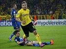 A JE TAM. Ciro Immobile z Borussie Dortmund právě vstřelil gól Arsenalu.