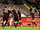 A JE TAM! Sparťanští fotbalisté se radují ze vstřeleného gólu proti Neapoli.