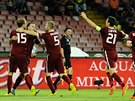 A JE TAM! Spar�an�t� fotbalist� se raduj� ze vst�elen�ho g�lu proti Neapoli.
