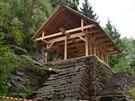 Horolezci se pustili do obnovy vyhořelé horolezecké chaty v...