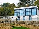 Ze zahradního domku vznikl po p�estavb� ultramoderní fotoateliér s bydlením.