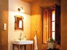 Rekonstruovan� interi�r barokn� fary v T�chonic�ch s hlin�n�mi om�tkami. Autor