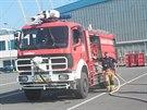 Automobilov� st��ka�ka - sou��st �flotily� sedmn�cti vozidel hasi�sk�ho...