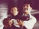 Richard Kiel a Roger Moore ve slavné bondovce Špion, který mě miloval z roku...