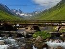 K jezeru Derebaşi Gölü stoupáme údolím Kavrun Vadisi a cestou překračujeme nebo...