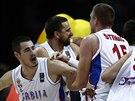 Srbští basketbalisté se radují z postupu do semifinále mistrovství světa.