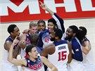 Američtí basketbalisté slaví titul mistrů světa.