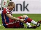 ZRANĚNÝ. Holger Badstuber z Bayernu Mnichov v utkání proti Stuttgartu