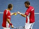 Stanislas Wawrinka (vpravo) a Marco Chiudinelli ze Švýcarska bojují v...
