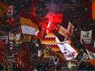 OHEŇ V ŘÍMĚ. Fanoušci AS se chystají na zápas proti CSKA Moskva.