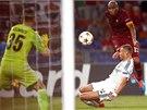 3:0 PO 20 MINUTÁCH. Igora Akinfejeva, brankáře CSKA Moskva, překonává Maicon z