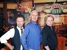 James Michael Tyler a hudebníci z kapely The Rembradts Danny Wilde a Phil Solem...