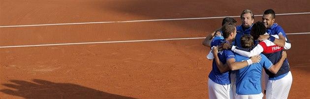 Francouz�tí tenisté slaví postup do finále Davis Cupu po výh�e nad �eskem.