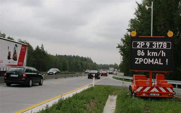 Nový radar zaznamená registra�ní zna�ku, rychlost a záznamy odesílá...