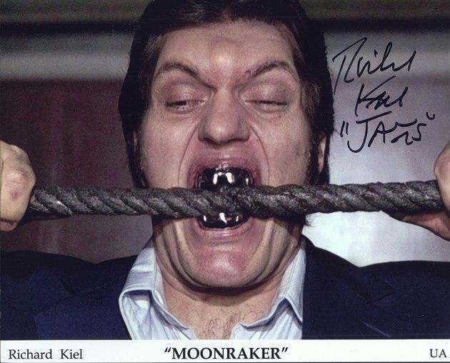 Kdykoli mohl, zuby prý p�i natá�ení odkládal, nutily ho toti� ke zvracení.