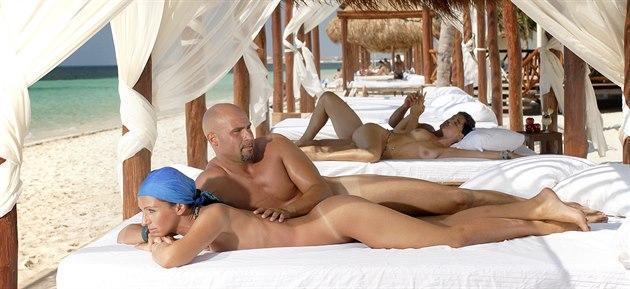 Nudistické hotely se t�í stále v�t�í popularit�. Dnes je m�eme najít ji� po...