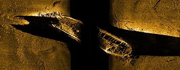 Záb�r z podvodního sonaru na vrak jedné z potopených lodí Franklinovy výpravy,...