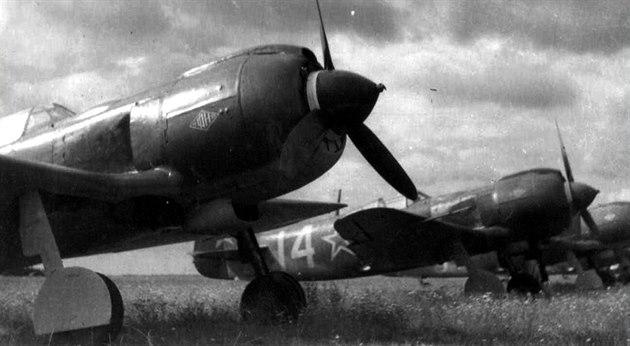 Lavo�kiny La-5FN �eskoslovenských pilot� bojujících na východní front�.