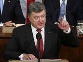 Ukrajinský prezident Petro Poro�enko �e�ní v americkém Kongresu (18. zá�í 2014)