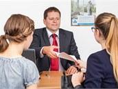 Dobrá banka klient�m ve slo�itých situacích poradí a pom�e