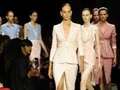 Zatímco se pomalu lou�íme s létem, designé�i u� p�edstavují trendy, které...